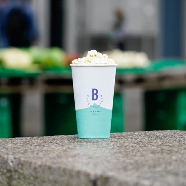 Popcorn i pappkrus med trykk | Take Away | SKG - Spesialister innen profilert emballasje