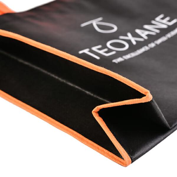 Eksklusivt handlenett med trykk, kontrastsømmer og farget hank | Handlenett | SKG - Spesialister innen profilert emballasje
