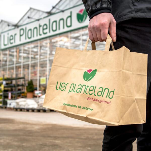 Plantepose med logo | Papirposer | SKG - Spesialister innen profilert emballasje